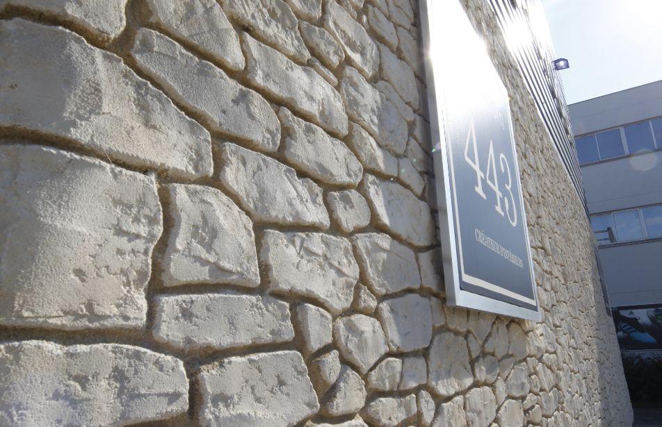 Mur en aspect pierres anciennes