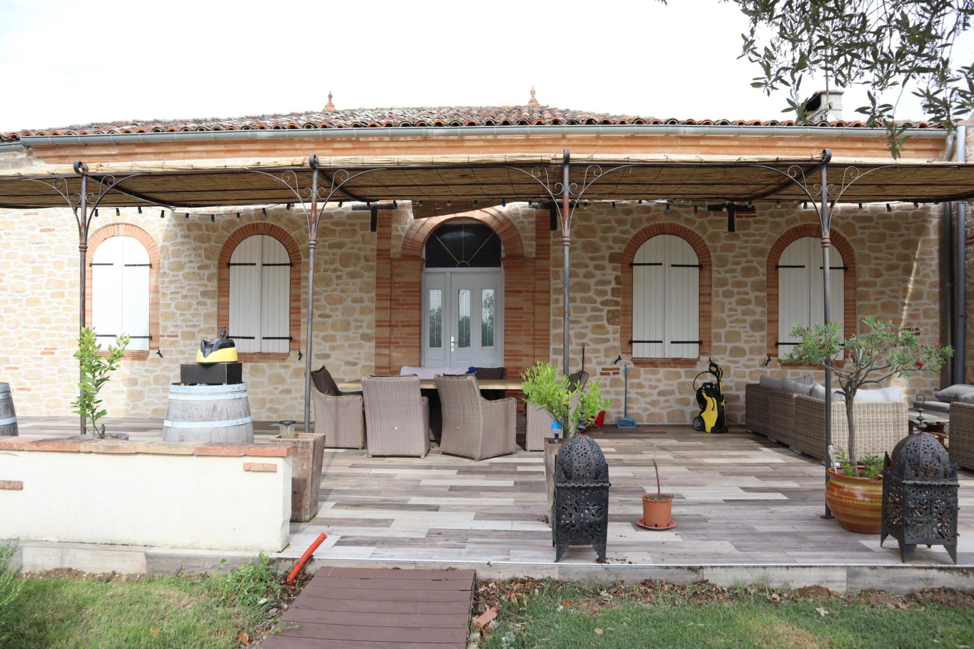 Rénovation d'une bâtisse, imitation pierres et briquettes,Toulouse, Haute-Garonne.