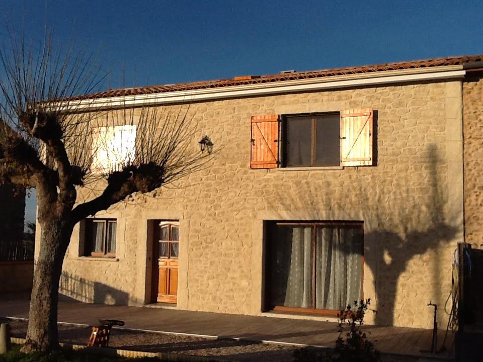 Rénovation façade extérieure avant de la maison effet pierres à Pamiers en Ariège