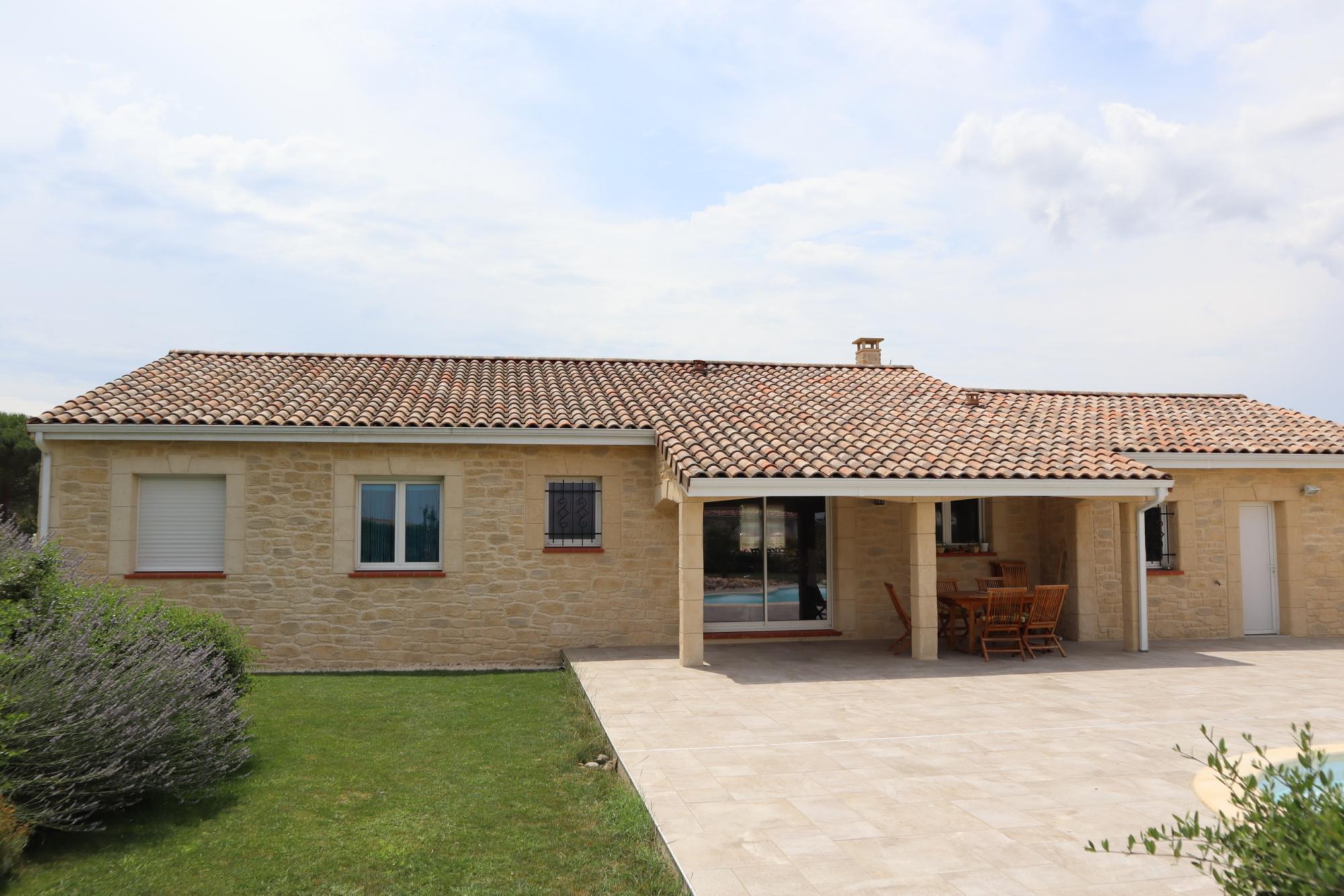 Grande maison en aspect pierres à Longages en Haute-Garonne