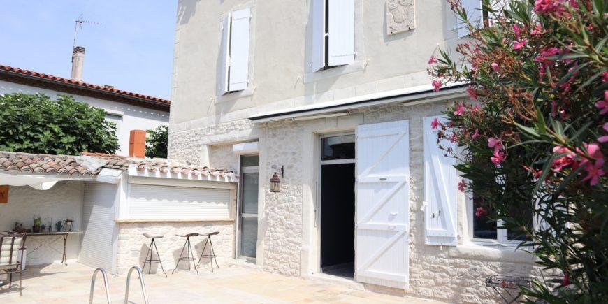 Rénovation à la chaux, aspect pierres et taloché rustique, maison de ville Carcassonne (11)