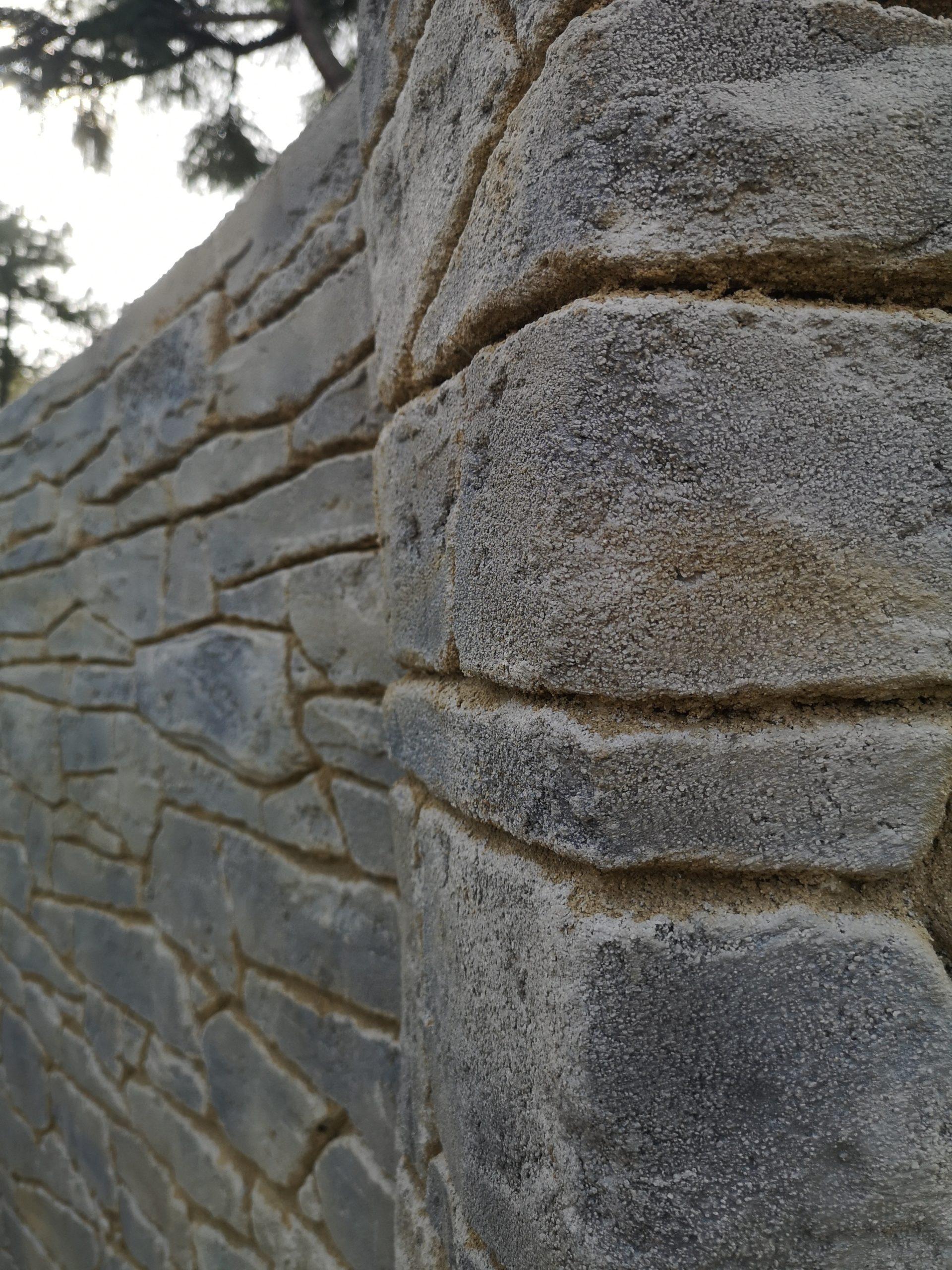 angle de mur en aspect pierres, Toulouse