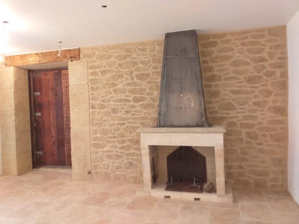 Après rénovation murs intérieurs et cheminée à Lunel