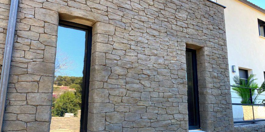 Façade et clôture en pierres sèches à Nîmes (30)