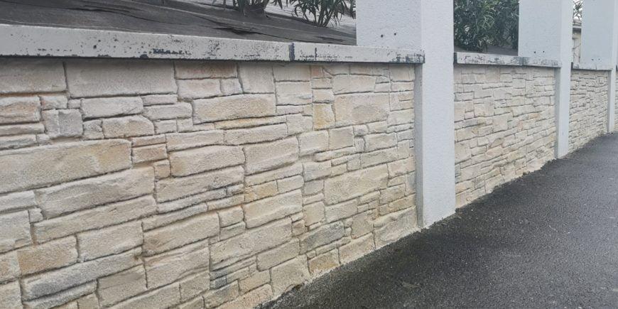 Muret de clôture en imitation parement beige, Sud de Toulouse, Haute-Garonne (31)